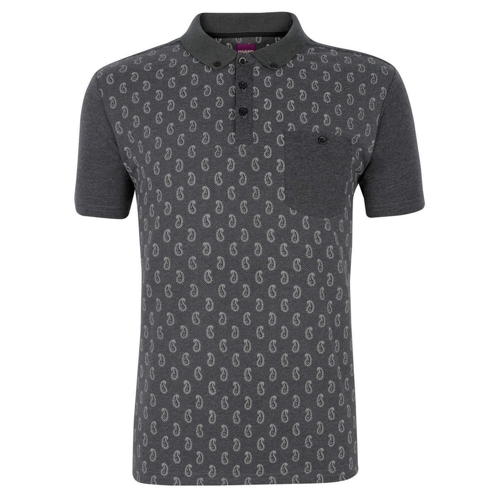 Рубашка Поло BanionПоследняя цена<br>Винтажная, с акцентом на ретро, мужская рубашка поло из плотного хлопкового материала, декорированная широко отстоящими и графически упрощенными элементами орнамента пейсли, являющегося преимущественно рубашечным узором . &amp;lt;br /&amp;gt;<br>&amp;lt;br /&amp;gt;<br>Гладкая ткань рукавов, нагрудного кармана и воротника с классической застежкой на три пуговицы по структуре отличается от более грубой, с рифленым эффектом, основы, образуя единую композицию. &amp;lt;br /&amp;gt;<br>&amp;lt;br /&amp;gt;<br>Еще одна деталь, больше характерная для конструкции обычных рубашек - укороченный воротник button down на пуговицах. Благодаря текстурной ткани отлично сочетается с джинсами.<br><br>Артикул: 1913203<br>Материал: 50% хлопок, 50% полиэстер<br>Цвет: серый<br>Пол: Мужской