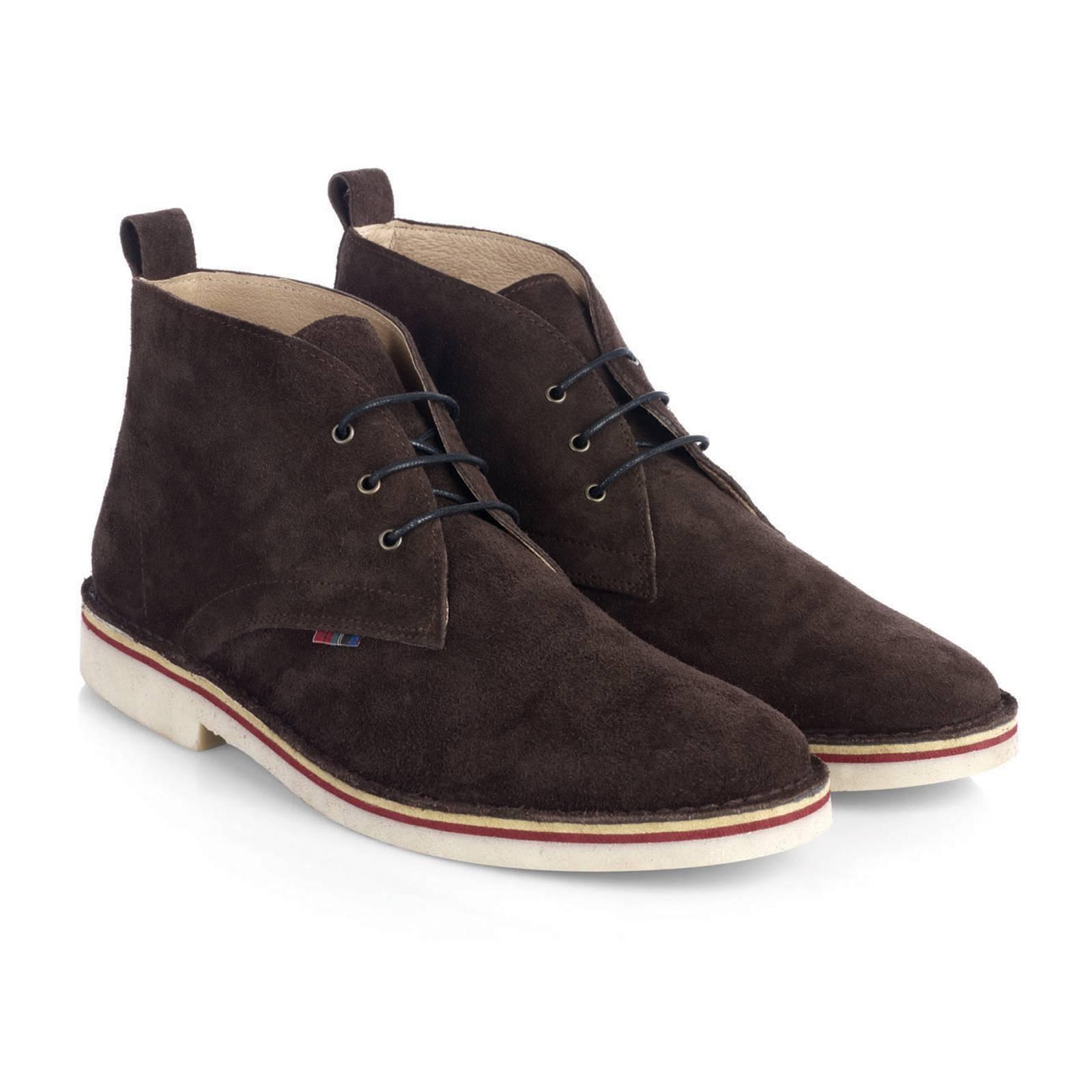Дезерты HanoverОбувь<br>Легендарная, родом из 60-х, модель кэжуальных ботинок &amp;amp;quot;Desert Boots&amp;amp;quot; - must-have для любого casual модника и основа современного повседневного стиля. Пришедшие в моду из гардероба Британских военных времен Второй мировой войны, в 60-х Дезерты стали модной иконой в задававших тон субкультурах и европейских творческих кругах. С тех пор эти ботинки не сходят со страниц fashion журналов, а их актуальность сегодня не вызывает сомнений. &amp;lt;br /&amp;gt;<br>&amp;lt;br /&amp;gt;<br>Произведенные в Испании из высококачественной замши в лучших классических традициях стиля, Дезерты Merc комфортны, долговечны и поистине универсальны. Четкое соответствие заявленным размерам - важное дополнение к преимуществам этой модели.&amp;lt;br /&amp;gt;<br>&amp;lt;br /&amp;gt;<br>Desert Boots можно носить с джинсами или чиносами, они прекрасно сочетаются с рубашками-поло, трикотажем и Харрингтонами. Широкая цветовая палитра позволяет подобрать Дезерты Merc в тон верха или на контрасте, в соответствии с последними тенденциями. Фирменная отличительная деталь Дезертов Merc - маленький клетчатый &amp;amp;quot;тартановый&amp;amp;quot; ярлычек справа и тартановая стелька.<br><br>Артикул: 0913210<br>Материал: 100% замша /гибкая резиновая подошва<br>Цвет: коричневый<br>Пол: Мужской