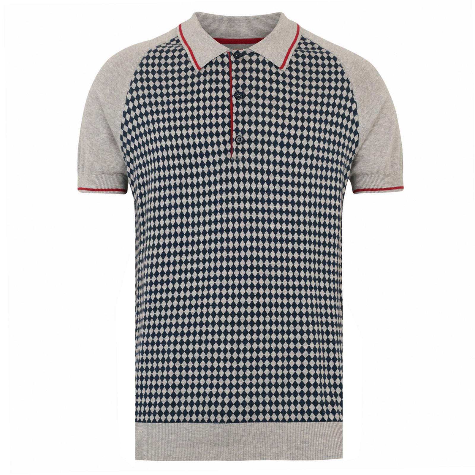 Рубашка Поло LeaderПоло<br>Мужское поло приталенного покроя из высококачественного тонкого трикотажного материала в репсовой технике переплетения. &amp;lt;br /&amp;gt;<br>&amp;lt;br /&amp;gt;<br>Классический двухцветный ромбовый узор &amp;amp;quot;Harlequin&amp;amp;quot;, красиво венчаемый на плечах закругленными швами рукавов реглан, подчеркивает благородный, выдержанный стиль этой модели.&amp;lt;br /&amp;gt;<br>&amp;lt;br /&amp;gt;<br>Манжеты и низ изделия выполнены эластичной резинкой, обеспечивающей облегающую посадку по фигуре. Воротник и манжеты украшены однострочным красным кантом, сочетающимся с аналогичного цвета внутренней отделкой планки для пуговиц.<br><br>Артикул: 1613105<br>Материал: 100% хлопок<br>Цвет: серый в синий ромб<br>Пол: Мужской