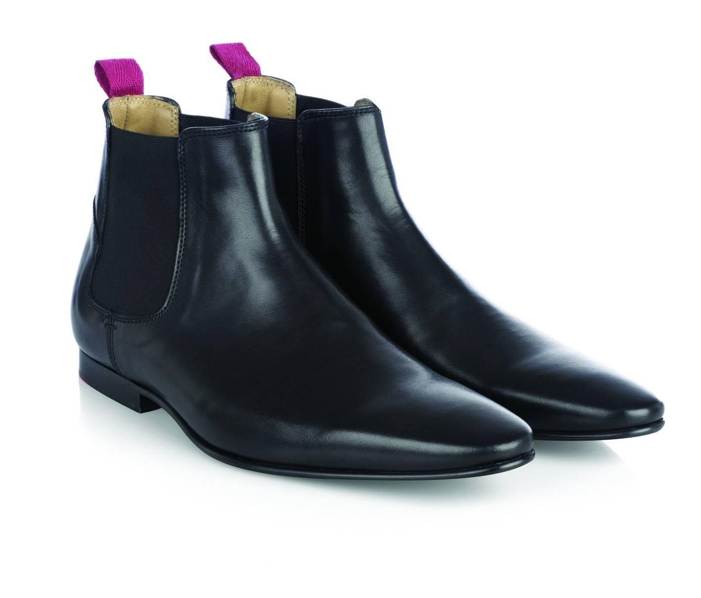 Обувь Челси KensingtonОбувь<br>Аутентичная рок-н-рольная модель кожаных мужских полусапог Челси. Родом из золотой музыкальной эпохи Свингующих Шестидесятых, эти ботинки пользовались популярностью у многих звезд британской мод-сцены. Мягкая, высококачественная кожа, невысокий каблук, плавный изгиб заостренного мыска и эластичная трикотажная вставка по бокам обеспечивают удобную, облегающую посадку на ноге и придают этой утонченной модели неповторимый шарм ретро стиля. Данную обувь можно надевать на торжественные мероприятия вместе с классической белой рубашкой, бабочкой, зауженными брюками Sta-Prest и прилегающим пиджаком. В то же время они уместно сочетаются и в рамках кэжуального образа с классическим трикотажем, клетчатой сорочкой и Харрингтоном.<br><br>Артикул: 913209<br>Материал: 100% кожа<br>Цвет: черный<br>Пол: Мужской