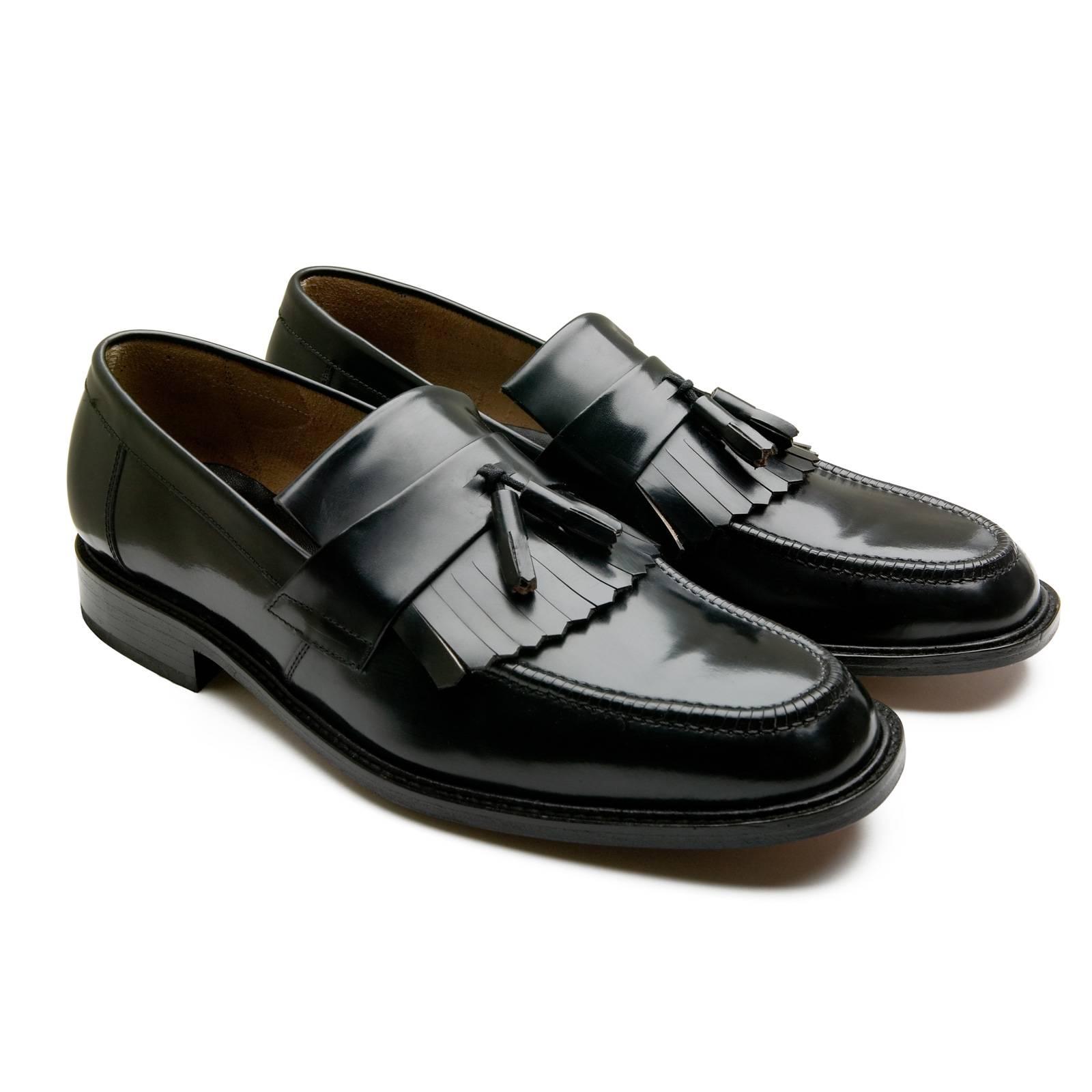 Лоферы Tassle LoafersRude Boy by Merc<br>Произведено в Испании<br><br>Артикул: 910101<br>Материал: 100% кожа<br>Цвет: черный<br>Пол: Мужской