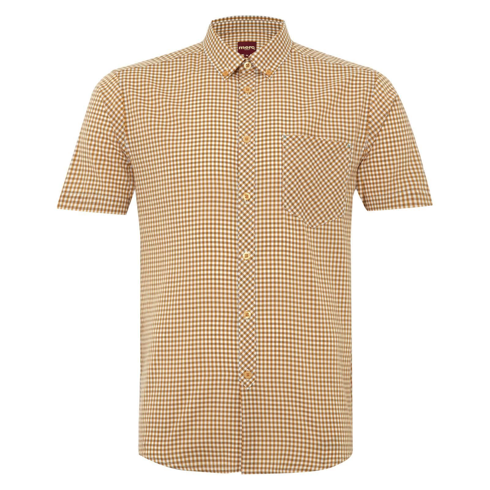 Рубашка MoralesС коротким рукавом<br>Приталенная рубашка с воротником button-down в классическую английскую клетку &amp;amp;quot;gingham&amp;amp;quot;. Клетчатый узор на нагрудном кармане и планке для пуговиц имеет отличную от остальной части продольную структуру, что выделяет его на общем фоне и вносит разнообразие в традиционный орнамент.&amp;lt;br /&amp;gt;<br>&amp;lt;br /&amp;gt;<br>Фигурный низ изделия предполагает ношение навыпуск, но эту рубашку можно также заправлять в брюки или шорты, сочетая с коричневым ремнем и укороченными дезертами.&amp;lt;br /&amp;gt;<br>&amp;lt;br /&amp;gt;<br>Светлые, жизнерадостные тона сорочки прекрасно вписываются в весенне-летний look.<br><br>Артикул: 1514110<br>Материал: 100% хлопок<br>Цвет: оранжевый<br>Пол: Мужской