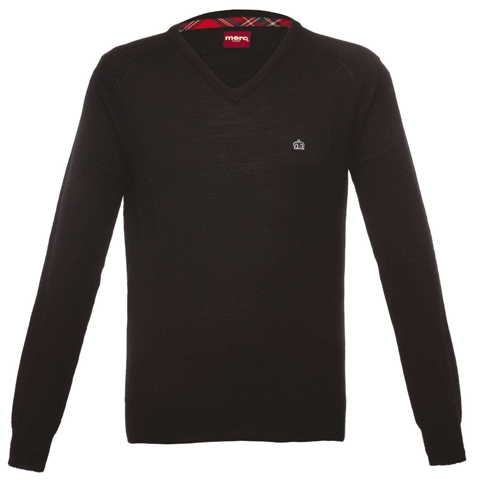 Пуловер ConradCORE<br>Классический пуловер с неглубоким V-образным вырезом, изготовленный из высококачественной чистошерстяной пряжи, — мягкий и приятный к телу. Благодаря высокоэластичному трикотажу и крою slim-fit аккуратно садится по фигуре и хорошо держит форму в течение длительного срока. Брендирован вышивкой фирменного логотипа Корона, вносящего ненавязчивое разнообразие в строгий дизайн. Великолепно смотрится в сочетании с рубашкой или поло. Относится к базовой всесезонной линии Core.<br><br>Артикул: 1606203<br>Материал: 100% шерсть<br>Цвет: черный<br>Пол: Мужской
