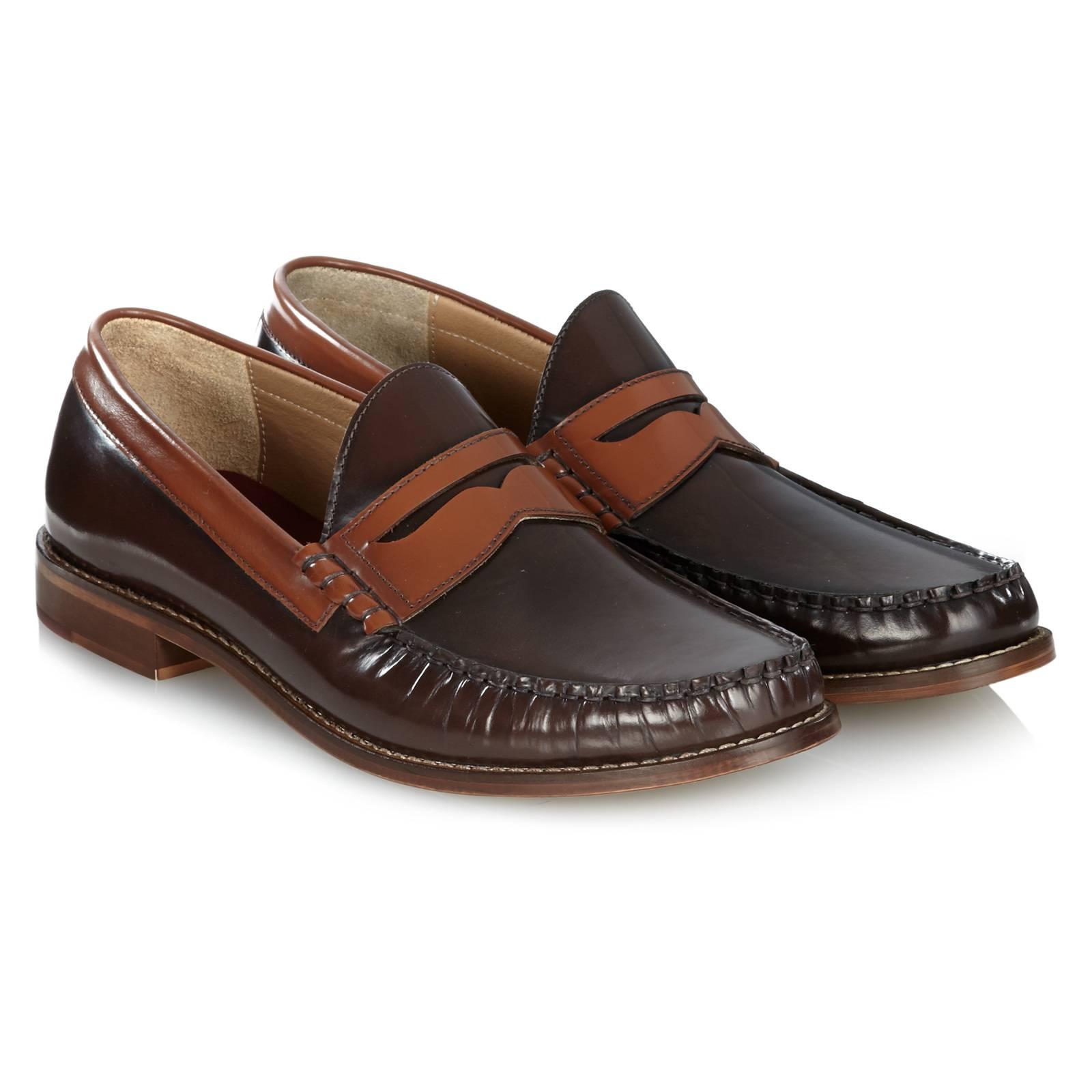 Лоферы Soho IIОбувь<br>Современная интерпретация знаменитой модели Penny Loafers - аутентичной кожаной обуви, по форме напоминающей мокасины. &amp;lt;br /&amp;gt;<br>&amp;lt;br /&amp;gt;<br>Произведены в Испании из высококачественной кожи с легким эффектом глянцевого отлива.&amp;lt;br /&amp;gt;<br>&amp;lt;br /&amp;gt;<br>Контрастные, пришитые к основанию накладки вносят разнообразие и неформальную струю в классическую форму, что позволяет носить эти лоферы не только с брюками, рубашками и пиджаками, но также с джинсами и поло.<br><br>Артикул: 0914102<br>Материал: 100% кожа<br>Цвет: коричневый<br>Пол: Мужской