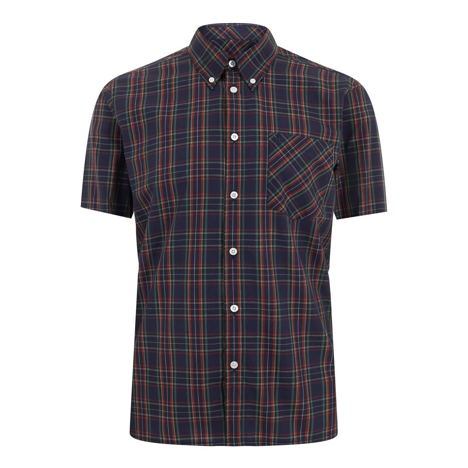 Рубашка MackCORE<br>Приталенная мужская рубашка из тонкого, дышащего материала, в традиционную для британского стиля &amp;amp;quot;тартановую&amp;amp;quot; клетку. Можно носить навыпуск или заправлять в брюки, комбинируя с трикотажем, ветровкой или плащом. Классический воротник типа &amp;amp;quot;button down&amp;amp;quot; пристегнут к основанию рубашки на пуговицы, что делает ее идеальной парой для пуловера с V-образным вырезом или свитера. Принадлежит к базовой линии &amp;amp;quot;Core&amp;amp;quot; и производится из сезона в сезон, являясь частью наследия Merc look на протяжении многих лет.<br><br>Артикул: 1510112<br>Материал: 65% хлопок 35% полиэстер<br>Цвет: темно-синий тартан<br>Пол: Мужской