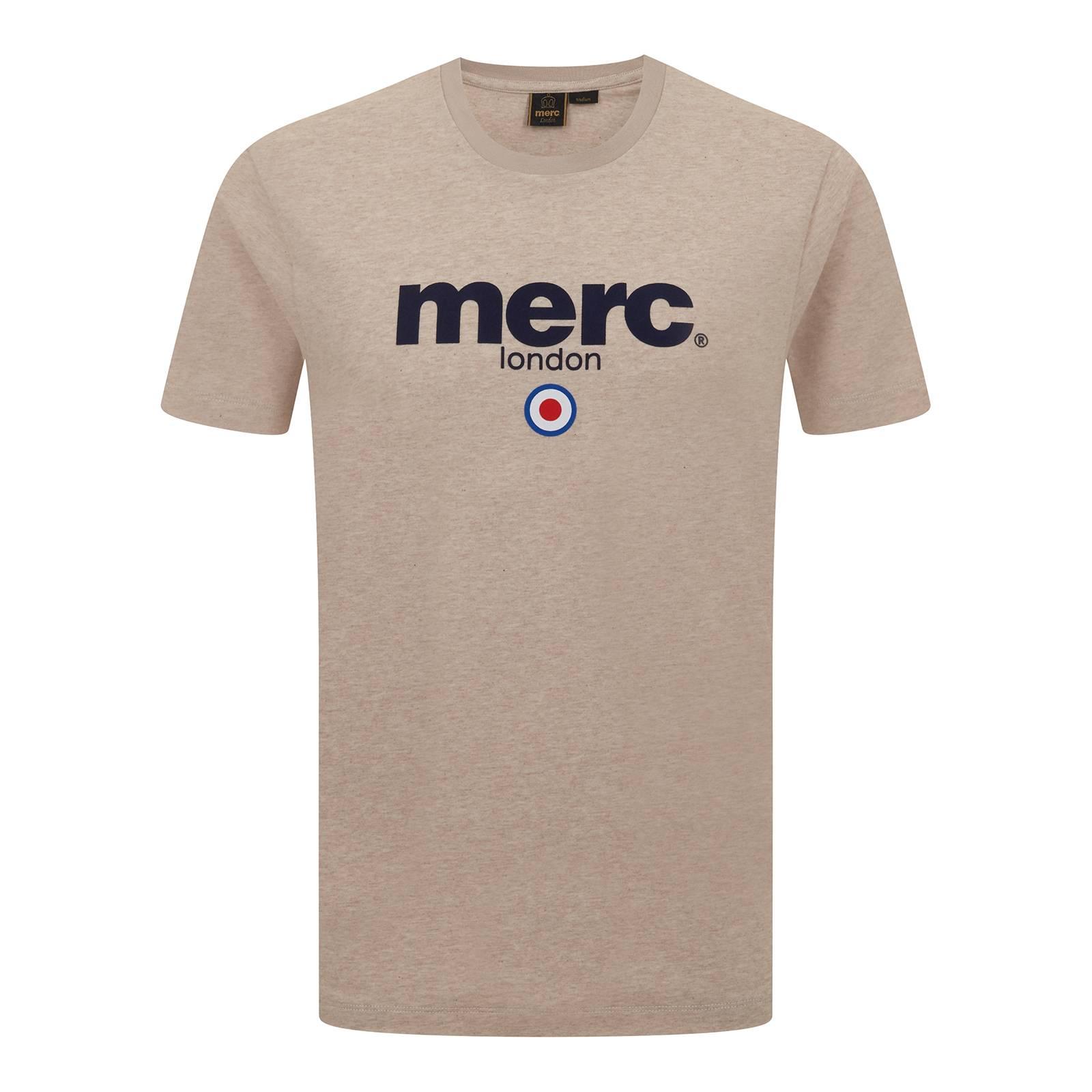 Футболка BrightonФутболки<br>Мужская футболка базовой всесезонной линии Core, брендированная классическим логотипом Merc и символом mod-движения - таргетом. Выпускается с момента основания бренда. Произведена из легкой и практичной хлопчатобумажной ткани Оксфорд. Принт-логотип нанесен методом высококачественной шелкографии, не сходит и не блекнет в результате стирок. Расположение лого в верхней части футболки позволяет красиво комбинировать ее с не до конца застегнутой олимпийкой, кардиганом или ветровкой. Произведена в Европейском Союзе.<br><br>Артикул: 1704136<br>Материал: 100% хлопок<br>Цвет: пшеничный<br>Пол: Мужской