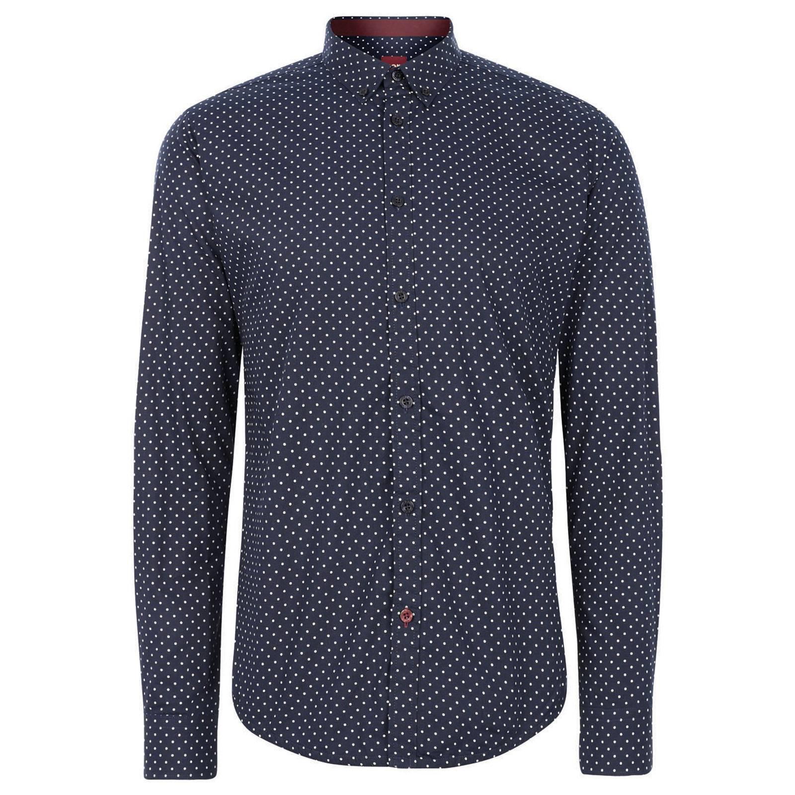 Рубашка SiegelКлассические<br>Приталенная рубашка, выполненная в классическом узоре &amp;amp;quot;polka dot&amp;amp;quot;, - эффектная и приковывающая взгляды. &amp;lt;br /&amp;gt;<br>&amp;lt;br /&amp;gt;<br>Нестареющий и всегда актуальный, &amp;amp;quot;горох&amp;amp;quot;, в силу своей исторической связи с модой эпохи 60-х, неизменно присутствует в каждой коллекции Merc в разных образах и формах, но все же сорочка полька-дот была и остается для Merc эталонным &amp;amp;quot;гороховым&amp;amp;quot; предметом гардероба. &amp;lt;br /&amp;gt;<br>&amp;lt;br /&amp;gt;<br>Вы можете быть абсолютно уверены в том, что в понимающей аудитории эта рубашка будет по достоинству оценена и отмечена окружающими. В ней ваш look будет в выигрыше независимо от времени и места, ведь необычайная универсальность этой сорочки позволяет сочетать ее с трикотажем или блейзером, одевать с зауженными джинсами или под деловой костюм. В то же время она самодостаточна и в любой момент готова выйти не передний план, став центром вашего наряда.<br><br>Артикул: 1513208<br>Материал: None<br>Цвет: синий<br>Пол: Мужской