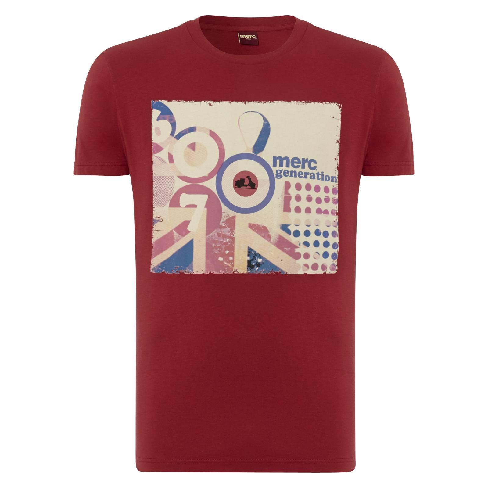 Футболка KershawФутболки<br>Яркая, самобытная футболка приталенного силуэта с контрастным, в ретро-стиле, принтом, изображающим стилизованный британский Юнион Джек, мод-символ - &amp;amp;quot;таргет&amp;amp;quot; с компактно вписанным в него скутером. Цифра 67, обозначающая год основания бренда, а также надпись &amp;amp;quot;Merc generation&amp;amp;quot;  c англ. - поколение  связывают картину воедино.<br><br>Артикул: 1714102<br>Материал: 100% хлопок<br>Цвет: красный<br>Пол: Мужской