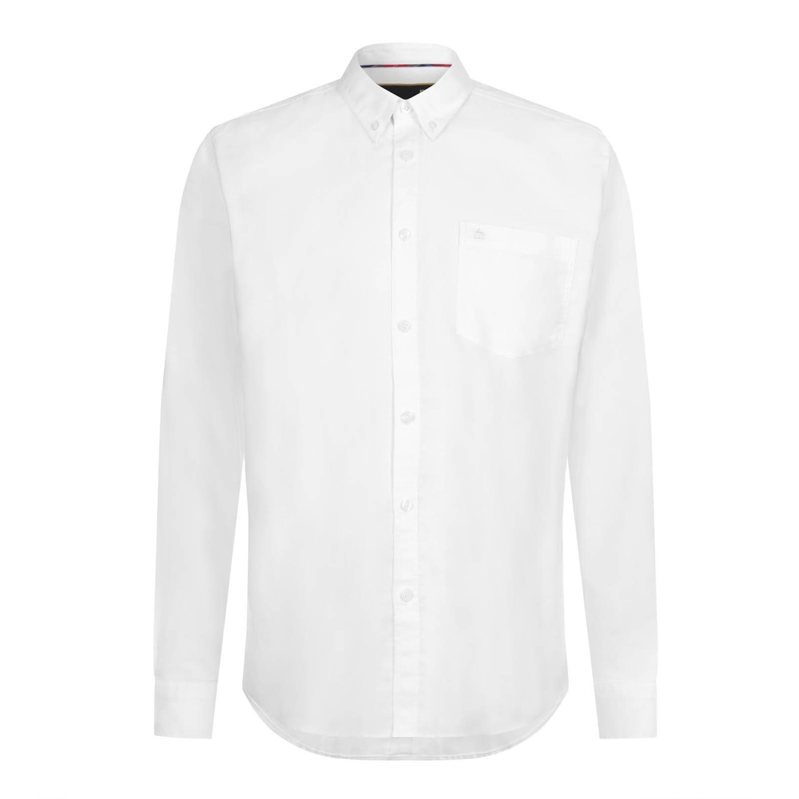 Рубашка OvalСлайдер на главной<br>Классическая, приталенного покроя мужская рубашка, изготовленная из легкой, плотной и мягкой на ощупь рубашечной ткани Оксфорд, характерным признаком которой является текстурная поверхность, состоящая из мельчайших, расположенных в шахматном порядке белых квадратов,  — такой эффект достигается путем использования мелкоузорчатого ткацкого переплетения «рогожка».  Этот комфортный, благородный и дышащий материал в конце XIX века стал использоваться в Англии для пошива спортивных рубашек, которые носили игроки в поло, а полвека спустя подобные сорочки стали частью гардероба университетской Лиги Плюща – основоположнице преппи стиля. Традиционный для рубашек Оксфорд button-down воротник на пуговицах позволяет красиво комбинировать эту универсальную модель с V-образным трикотажем и кардиганами. Её также можно носить с костюмом, джинсами и Харрингтоном. Брендирована фирменным логотипом Корона на нагрудном кармане.<br><br>Артикул: 1516113<br>Материал: 65% полиэстер, 35% хлопок<br>Цвет: белый<br>Пол: Мужской