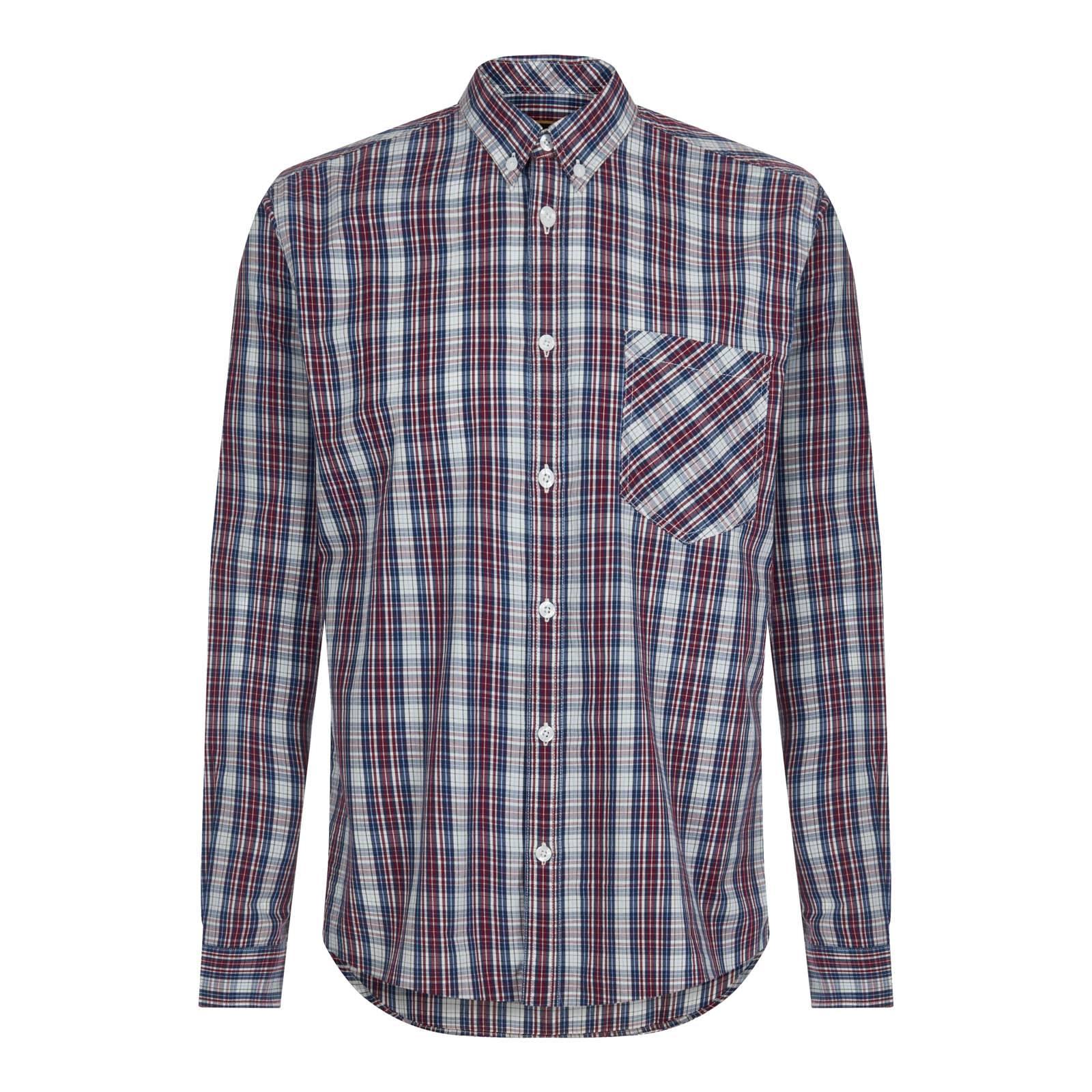 Рубашка TunnardButton Down<br>Истинно английская мужская рубашка из высококачественного сорочечного хлопка с традиционным клетчатым узором plaid check. Аккуратный, укороченного фасона, button-down воротник на пуговицах, идеально сочетающийся с V-neck трикотажем, подчеркивает британскую идентичность этой модели. Благодаря удлиненной спинке не выправляется из брюк при поворотах корпуса. Также носится и навыпуск. Имеет приталенный покрой. Универсальное цветовое решение клетки и классической кэжуальный стиль позволяют комбинировать данную рубашку с большинством моделей обуви, свитеров и верхней одежды. Брендирована на внутренне стороне застежки снизу эффектным, в преппи стиле 1950-60-х фирменным патчем, имитирующим эмблему университетской спортивной команды. Еще одна приятная деталь – фигурный хлястик из джинсовой ткани шамбре на пуговице, расположенный на отлете воротника сзади.<br><br>Артикул: 1516210<br>Материал: 100% хлопок<br>Цвет: мультицветная клетка<br>Пол: Мужской
