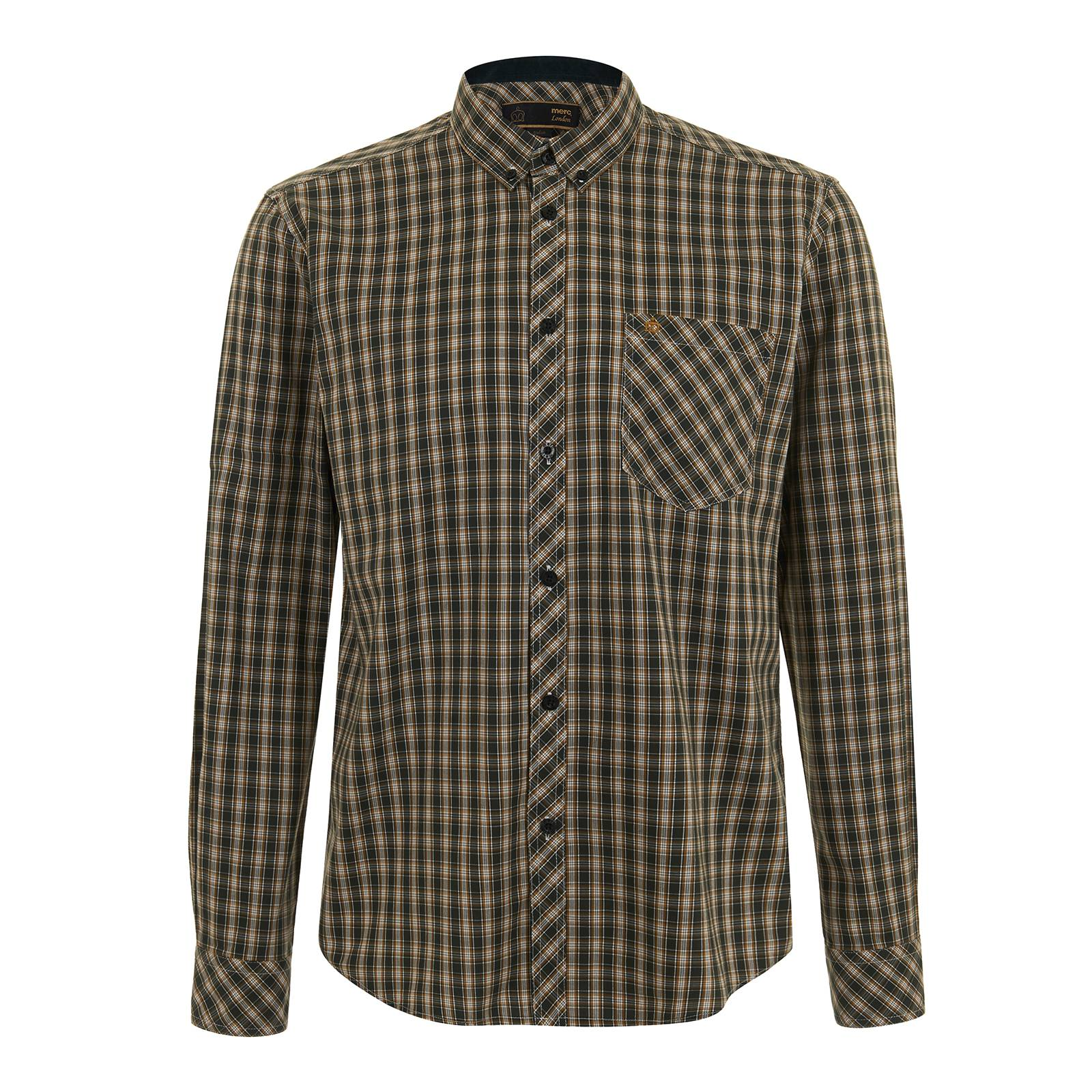 Рубашка RoswellРубашки<br>Приталенного покроя мужская рубашка, изготовленная из традиционной рубашечной ткани поплин с классическим клетчатым узором Plaid, – вневременный must-have кэжуального гардероба для истинных ценителей британской моды. Функциональный стиль позволяет свободно вписать эту рубашку практически в любой комплект. Практичный фасон button-down воротника делает её идеальной парой к V-образному пуловеру или кардигану на пуговицах с глубоким вырезом горловины. Она удобно заправляется в брюки, в качестве которых могут выступать как шерстяные твидовые модели, так и более привычные зауженные Sta-Prest. Широкий диапазон обуви для комбинации с этой рубашкой включает почти все культовые ботинки – от дезертов и брогов до пенни лоферов и Chelsea Boot. Брендирована фирменным логотипом Корона, вышитым на нагрудном кармане слева.<br><br>Артикул: 1515210<br>Материал: 100% хлопок<br>Цвет: зеленый в желто-белую клетку<br>Пол: Мужской