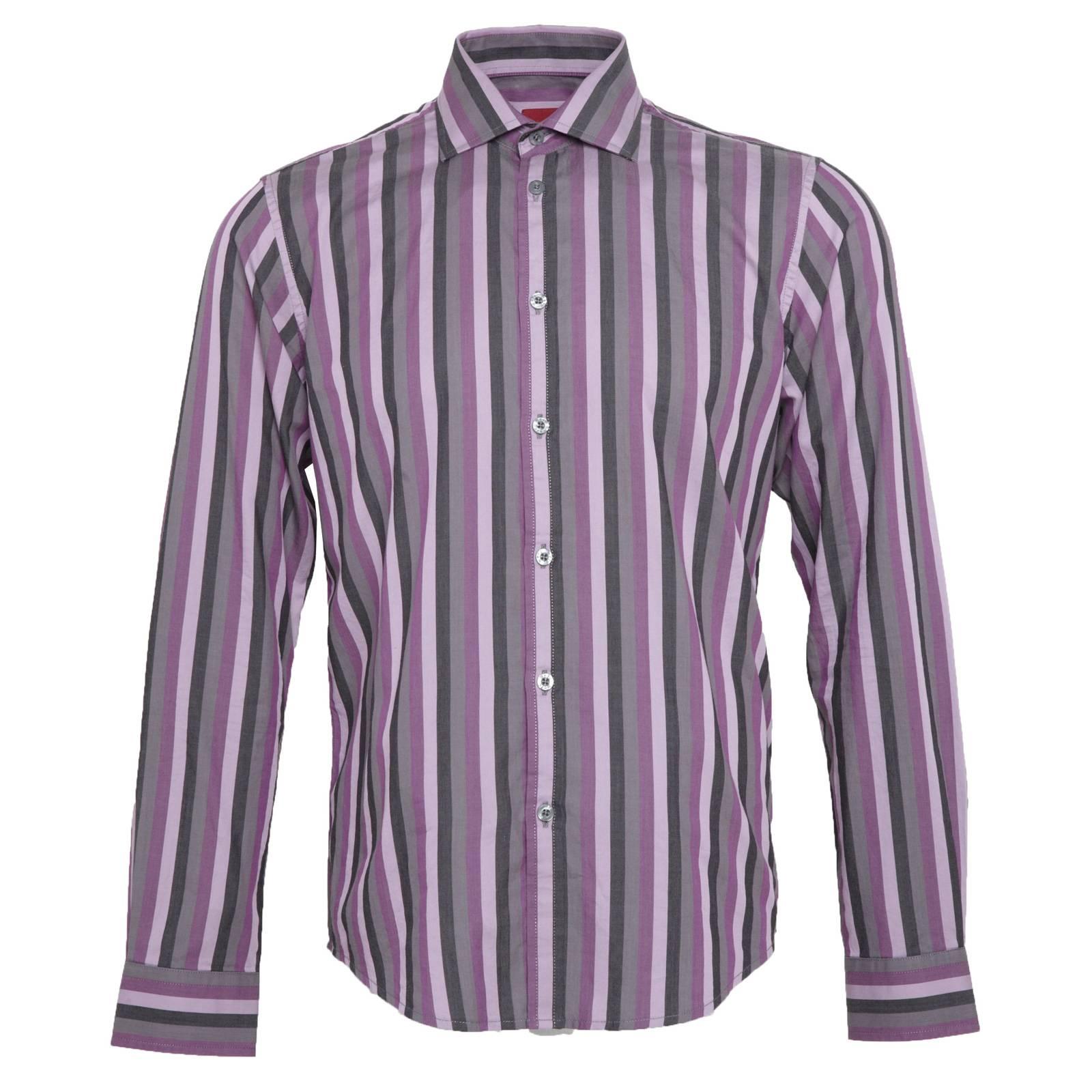 Рубашка HamptonРубашки<br>Классическая мужская рубашка из мягкой, приятной на ощупь рубашечной ткани поплин - подходящий вариант для строго делового лука. Классический отложной воротник с заостренными и направленными чуть в стороны концами, укрепленными с оборотной стороны специальными эластичными вкладышами, идеально подходит для большого и среднего по объему галстучного узла. Задний подол сорочки для более комфортной и надежной заправки в брюки немного удлинен. Красивое, приглушенное сочетание цветов узора в узкую полоску делают эту рубашку хорошей парой для черного, серого или синего пиджаков.<br><br>Артикул: 1511209<br>Материал: 100% хлопок<br>Цвет: вишневый<br>Пол: Мужской