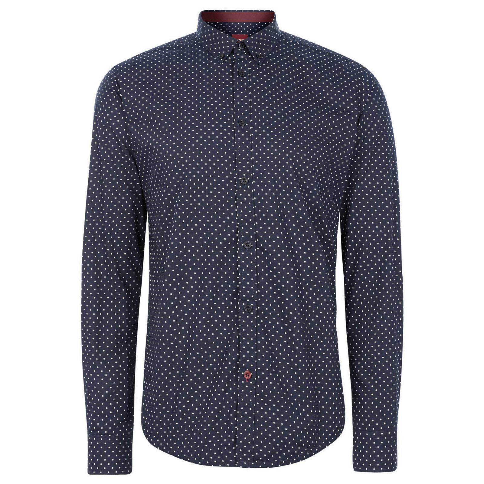Рубашка SiegelCORE<br>Приталенная рубашка, выполненная в классическом узоре &amp;amp;quot;polka dot&amp;amp;quot;, - эффектная и приковывающая взгляды. &amp;lt;br /&amp;gt;<br>&amp;lt;br /&amp;gt;<br>Нестареющий и всегда актуальный, &amp;amp;quot;горох&amp;amp;quot;, в силу своей исторической связи с модой эпохи 60-х, неизменно присутствует в каждой коллекции Merc в разных образах и формах, но все же сорочка полька-дот была и остается для Merc эталонным &amp;amp;quot;гороховым&amp;amp;quot; предметом гардероба. &amp;lt;br /&amp;gt;<br>&amp;lt;br /&amp;gt;<br>Вы можете быть абсолютно уверены в том, что в понимающей аудитории эта рубашка будет по достоинству оценена и отмечена окружающими. В ней ваш look будет в выигрыше независимо от времени и места, ведь необычайная универсальность этой сорочки позволяет сочетать ее с трикотажем или блейзером, одевать с зауженными джинсами или под деловой костюм. В то же время она самодостаточна и в любой момент готова выйти не передний план, став центром вашего наряда.<br><br>Артикул: 1513208<br>Материал: 100% хлопок<br>Цвет: синий<br>Пол: Мужской
