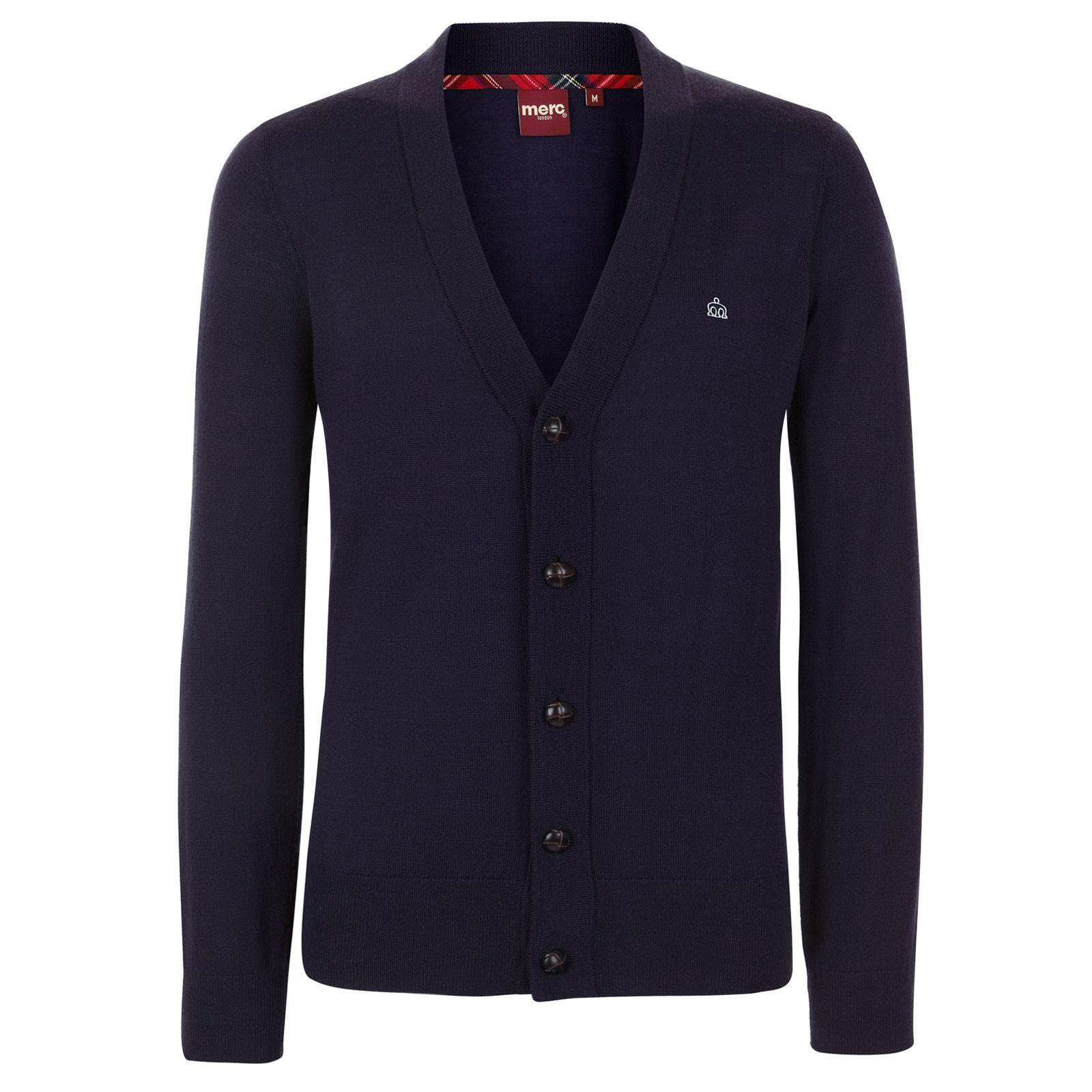 Кардиган HarrisCORE<br>Классический, на кожаных пуговицах, истинно английский кардиган из мягкой, но прочной высококачественной шерстяной пряжи - незаменимая вещь в гардеробе для создания красивых комплектов с рубашками или поло. &amp;lt;br /&amp;gt;<br>&amp;lt;br /&amp;gt;<br>Манжеты, воротник и низ изделия выполнены трикотажной резинкой, обеспечивающей посадку по фигуре.&amp;lt;br /&amp;gt;<br>&amp;lt;br /&amp;gt;<br>Благородная простота этого кардигана привлекает строгой и законченной формой, являясь каноническим образцом исконного стиля Merc.&amp;lt;br /&amp;gt;<br>&amp;lt;br /&amp;gt;<br>Принадлежит к базовой всесезонной линии CORE.<br><br>Артикул: 1606202<br>Материал: 100% шерсть<br>Цвет: синий<br>Пол: Мужской