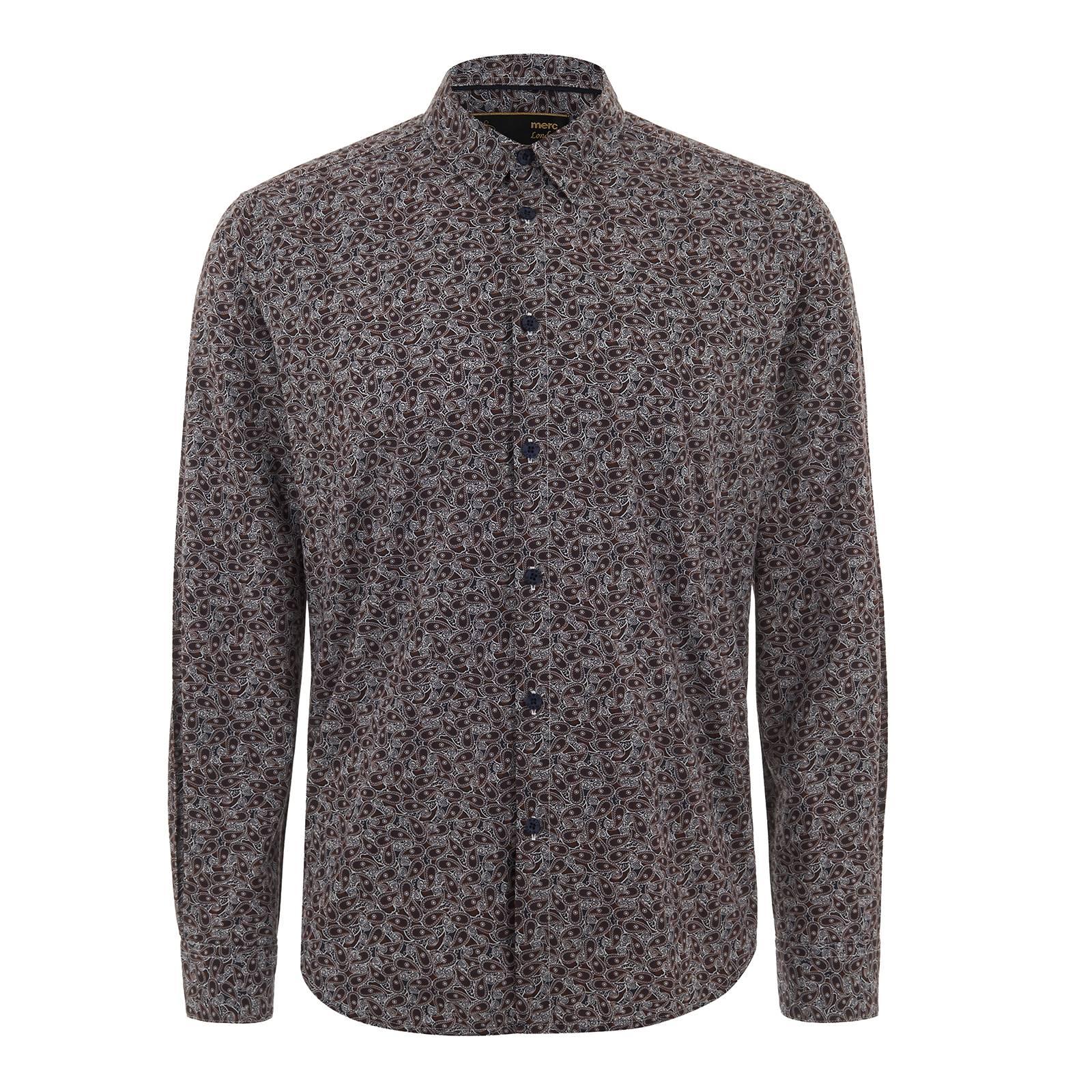Рубашка TravisС длинным рукавом<br>Мужская рубашка покроя slim fit из высококачественной рубашечной ткани поплин с эффектным сплошным узором pasley – свежая интерпретация легендарного символа ретро моды, неизменно присутствующего в каждой коллекции бренда. Классическое цветовое решение пейсли орнамента придется по вкусу поклонникам аутентичного mod-look стиля. Эта нарядная рубашка будет отлично смотреться с серым или синим костюмом Tonic Suit вместе с обувью Челси или Дерби, а также с облегающим твидовым пиджаком, темным винтажным денимом и брогами – на модном или торжественном мероприятии. Кроме того, её можно носить и навыпуск с чиносами и лоферами. Удлиненная спинка позволяет с комфортом заправлять эту сорочку в брюки, в роли которых подойдут черные, синие или винные Sta-Prest.<br><br>Артикул: 1515205<br>Материал: 100% хлопок<br>Цвет: синий с красно-белым узором<br>Пол: Мужской