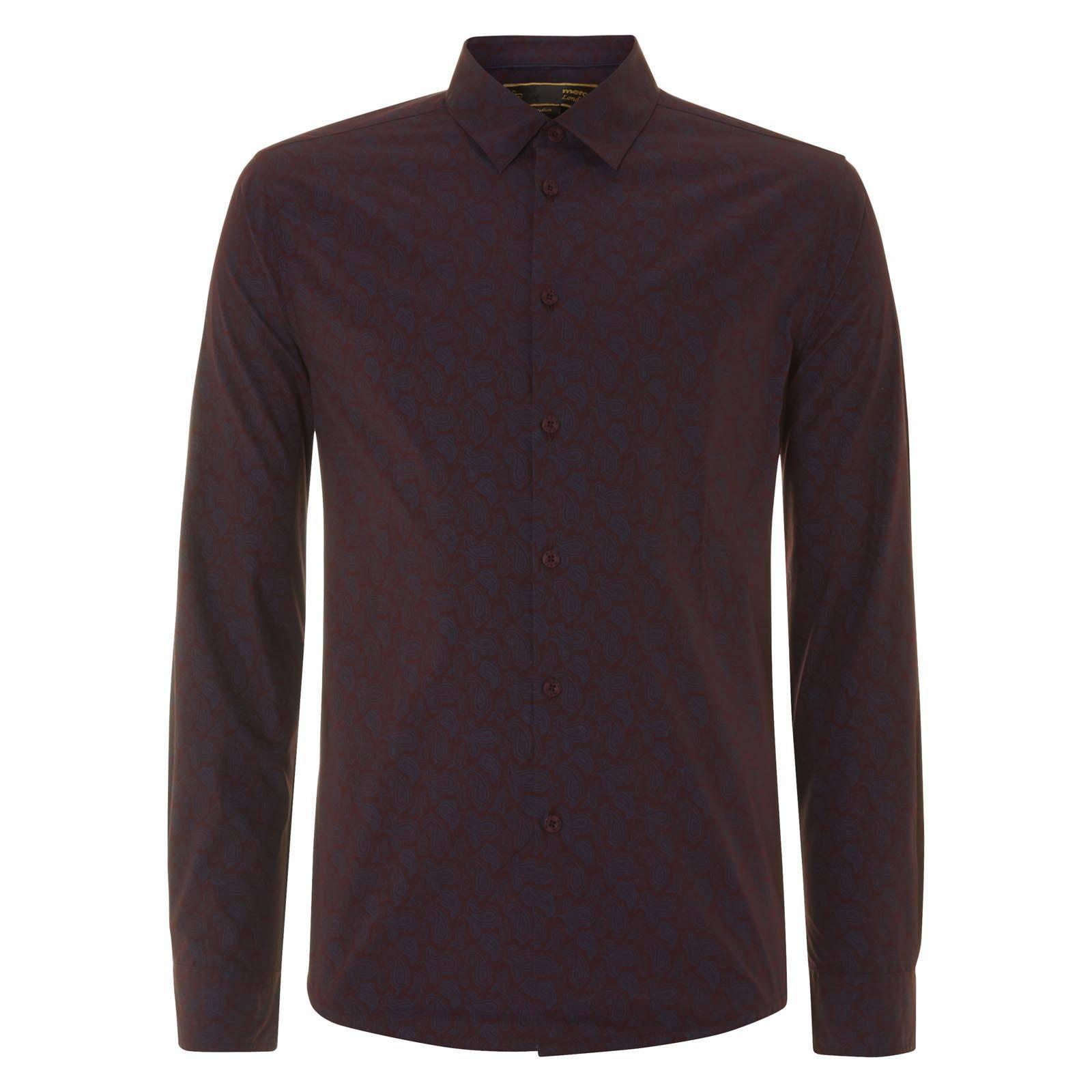 Рубашка YorkРубашки<br>Приталенного покроя мужская рубашка с благородным классическим орнаментом «пейсли» и универсальным отложным воротником  «Кент», концы которого направлены вниз, образуя между собой острый треугольник.  Воротник этого типа оптимален для большинства галстуков или бабочек. Рубашка имеет фигурный низ с удлиненной спинкой, позволяющей комфортно заправлять ее в брюки, однако красиво смотрится и при ношении навыпуск.  Эта элегантная модель будет уместна как в фешенебельном smart casual луке в сочетании с прилегающим пиджаком и остроносыми ботинками Дерби на торжественном мероприятии или статусной встрече, так и в более демократичном варианте – с кардиганом на пуговицах,  V-образным свитером и брогами на ногах.<br><br>Артикул: 1514202<br>Материал: 100% хлопок<br>Цвет: темно-бордовый<br>Пол: Мужской