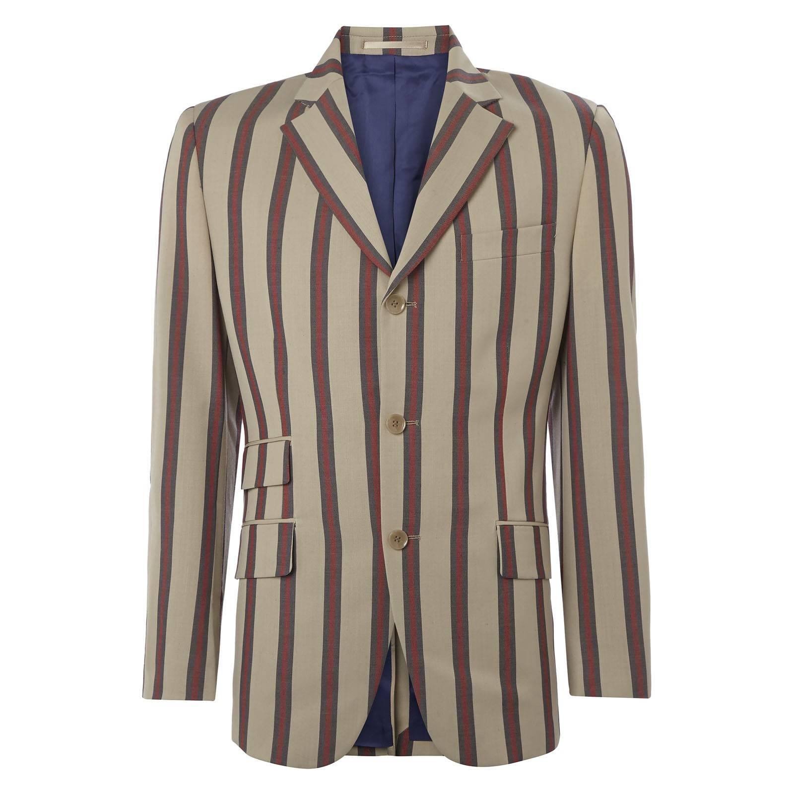 Пиджак HemmingwayКостюмы и пиджаки<br>Приталенного фасона однобортный пиджак из высококачественного полушерстяного материала - изюминка&amp;lt;a href=http://merclondon.ru/collection/suits/ target=_blank &amp;gt;&amp;amp;quot;формальной&amp;amp;quot; линии&amp;lt;/a&amp;gt;Merc и икона стиля лондонских пижонов эпохи &amp;amp;quot;Swinging Sixties&amp;amp;quot;. <br>&amp;lt;div&amp;gt; <br>  &amp;lt;br /&amp;gt;<br> &amp;lt;/div&amp;gt;<br> <br>&amp;lt;div&amp;gt;Эффектный, в полоску, двухцветный узор, двойной накладной карман справа, одинарный разрез по центру сзади и высокий вырез в форме острого треугольника в нижней части спереди - узнаваемые детали знаменитого &amp;amp;quot;преппи лук&amp;amp;quot; американской университетской спортивной Лиги плюща, впервые переработавшей классический пиджак в спортивный casual блейзер для своей светской униформы конца 50-х.&amp;lt;/div&amp;gt;<br> <br>&amp;lt;div&amp;gt; <br>  &amp;lt;br /&amp;gt;<br> &amp;lt;/div&amp;gt;<br> <br>&amp;lt;div&amp;gt;Позднее данную модель, вслед за еще одним культовым предметом,&amp;lt;a href=http://merclondon.ru/collection/outerwear/harrington/?sphrase_id=1208 target=_blank &amp;gt;курткой Харрингтоном&amp;lt;/a&amp;gt;, позаимствовала у Лиги британская субкультура модов, славившаяся экстравагантным внешним видом и эпатажным lifestyle. Моды носили этот пиджак с однотонной&amp;lt;a href=http://merclondon.ru/collection/shirts/albin/?color=5342 target=_blank &amp;gt;белой сорочкой&amp;lt;/a&amp;gt;или рубашкой&amp;lt;a href=http://merclondon.ru/mercblog/novosti/pasley/ target=_blank &amp;gt;&amp;amp;quot;пейсли&amp;amp;quot;&amp;lt;/a&amp;gt;, зауженными брюками&amp;lt;a href=http://merclondon.ru/collection/trousers/winston/?color=5340 target=_blank &amp;gt;Sta-Prest&amp;lt;/a&amp;gt;и обувью&amp;lt;a href=http://merclondon.ru/collection/obuv/regent_ii/?color=10996 target=_blank &amp;gt;&amp;amp;quot;дерби&amp;amp;quot;&amp;lt;/a&amp;gt;.&amp;lt;/div&amp;gt;<br> <br>&amp;lt;div&amp;gt; <br>  &amp;lt