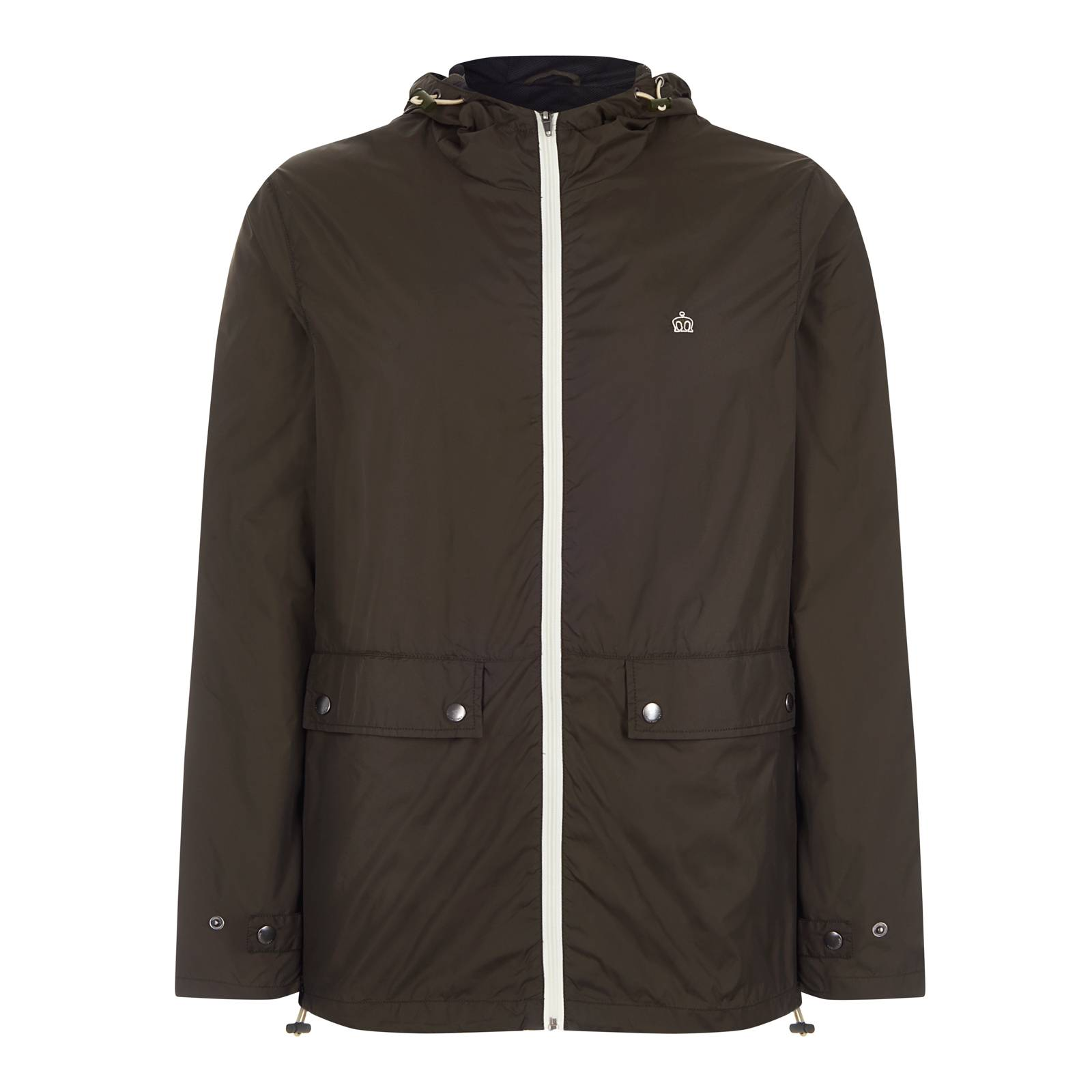 Ветровка ChesterСлайдер на главной<br>Мужская куртка-дождевик, пошитая из легкой водонепроницаемой ткани, – превосходное решение в дни весенней, летней и сентябрьской непогоды. Сочетает высокий воротник-стойку и удобный капюшон с утяжками, благодаря чему в этой куртке можно буквально спрятаться от дождя, оставив лишь небольшой просвет для глаз по типу шноркель парки. Верхняя часть воротника усилена внутренней ветрозащитной планкой, а низ ветровки, как и капюшон, оснащен утяжками, препятствуя задуванию. Имеет спереди два прорезных кармана с клапанами на кнопках, один внутренний карман, а также тонкую сетчатую подкладку, которая, с одной стороны, делает эту модель чуть более основательной, с другой, – обеспечивает проветривание в теплое время. Контрастная белая молния, красиво гармонирующая с выполненным в тон логотипом Корона на груди, является элементом дизайна этой, на первый взгляд, простой, но в то же время четкой и крайне выразительной модели. Контрастная, по внутреннему краю, отделка капюшона и подкладки образует благородную комбинацию хаки и черного цветов в духе милитари стиля. Эта универсальная куртка легко встраивается практически в любое окружением от кроссовок с футболкой и джинсами до лоферов с поло, чиносами или шортами.<br><br>Артикул: 1117102<br>Материал: 100% нейлон (Вн)<br>Цвет: темный хаки<br>Пол: Мужской