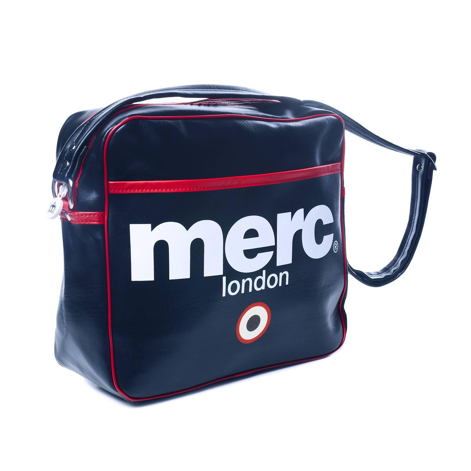 Сумка AirlineАксессуары<br>Виниловая сумка-почтальонка c контрастным фирменным логотипом и символом mod-движения - &amp;amp;quot;таргетом&amp;amp;quot;. Имеет внутреннее отделение на молнии для мелочей. Регулируемый по длине ремень позволяет носить ее на плече или продевать через голову, освобождая руки. Ширина 30см х высота 26см х глубина 10см. Сумка свободно вмещает папки и блокноты формата А4. Является аксессуаром унисекс, отлично вписываясь как в мужской, так и в женский спортивный или кэжуальнй гардероб.<br><br>Артикул: 1004107<br>Материал: 100% полиуретан<br>Цвет: синий<br>Пол: Унисекс