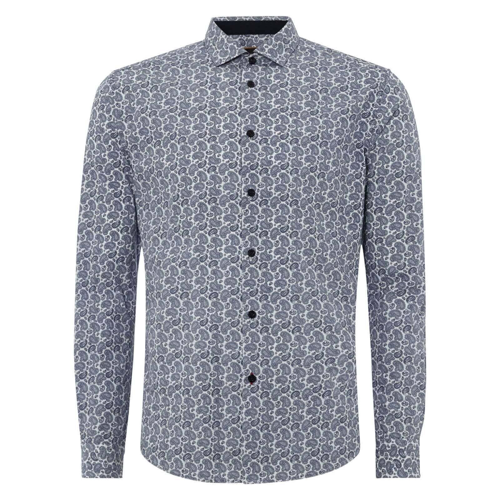 Рубашка SpencerРубашки<br>Приталенная, премиальная рубашка с благородным, классическим для английского стиля узором &amp;amp;quot;пейсли&amp;amp;quot;. Сплошной двутональный принт хорошо подходит для тех, кто предпочитает спокойный &amp;amp;quot;огуречный&amp;amp;quot; орнамент без ярких контрастов. &amp;lt;br /&amp;gt;<br>&amp;lt;br /&amp;gt;<br>Аккуратный, широко разведенный в стороны и практически параллельный полу воротник с заостренными краями делает ее идеальной для сочетания с галстуком-бабочкой. &amp;lt;br /&amp;gt;<br>&amp;lt;br /&amp;gt;<br>Фигурный низ изделия подчеркивает самодостаточность этой модели и возможность ее ношения навыпуск, однако еще более актуально она будет смотреться заправленной в брюки и дополненной кожаным ремнем.<br><br>Артикул: 1514105<br>Материал: 100% хлопок<br>Цвет: синий<br>Пол: Мужской