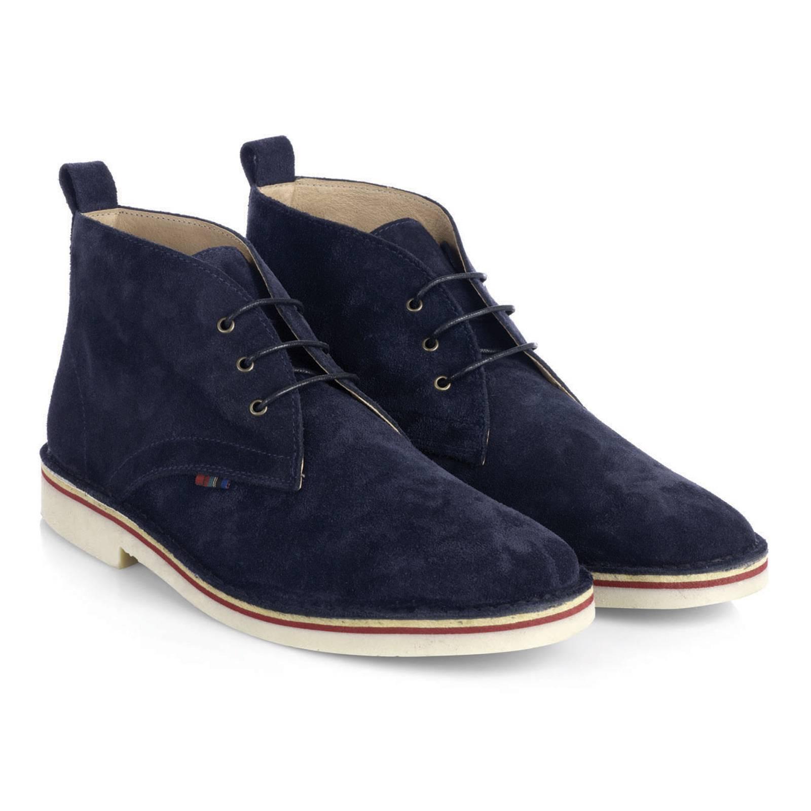 Дезерты HanoverОбувь<br>Легендарная, родом из 60-х, модель кэжуальных ботинок &amp;amp;quot;Desert Boots&amp;amp;quot; - must-have для любого casual модника и основа современного повседневного стиля. Пришедшие в моду из гардероба Британских военных времен Второй мировой войны, в 60-х Дезерты стали модной иконой в задававших тон субкультурах и европейских творческих кругах. С тех пор эти ботинки не сходят со страниц fashion журналов, а их актуальность сегодня не вызывает сомнений. &amp;lt;br /&amp;gt;<br>&amp;lt;br /&amp;gt;<br>Произведенные в Испании из высококачественной замши в лучших классических традициях стиля, Дезерты Merc комфортны, долговечны и поистине универсальны. Четкое соответствие заявленным размерам - важное дополнение к преимуществам этой модели.&amp;lt;br /&amp;gt;<br>&amp;lt;br /&amp;gt;<br>Desert Boots можно носить с джинсами или чиносами, они прекрасно сочетаются с рубашками-поло, трикотажем и Харрингтонами. Широкая цветовая палитра позволяет подобрать Дезерты Merc в тон верха или на контрасте, в соответствии с последними тенденциями. Фирменная отличительная деталь Дезертов Merc - маленький клетчатый &amp;amp;quot;тартановый&amp;amp;quot; ярлычек справа и тартановая стелька.<br><br>Артикул: 0913210<br>Материал: 100% замша /гибкая резиновая подошва<br>Цвет: синий<br>Пол: Мужской