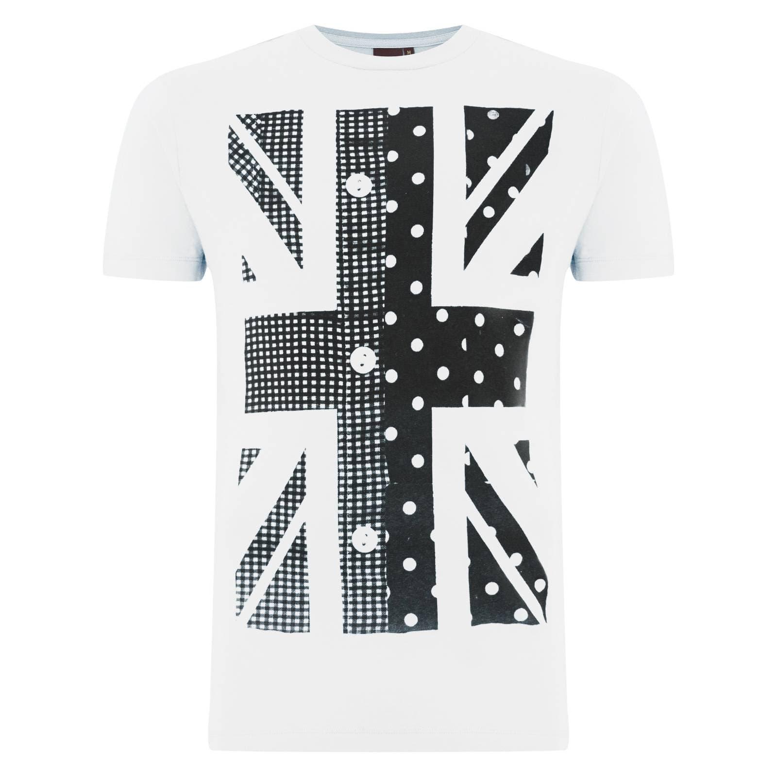 Футболка HawkinsФутболки<br>Яркая, в стиле fashion, футболка с Британским флагом, выполненная в модерновом стиле, - прекрасный вариант для похода в клуб или DJ бар. Левая сторона Юнион Джека оформлена в виде классической английской клетчатой рубашки &amp;amp;quot;gingham&amp;amp;quot;, правая декорирована традиционным для мужских сорочек &amp;amp;quot;гороховым&amp;amp;quot; узором &amp;amp;quot;polka dot&amp;amp;quot;. &amp;lt;br /&amp;gt;<br>&amp;lt;br /&amp;gt;<br>Изображение классики британского casual стиля в модном принте - остроумная идея дизайнеров Merc, которая не останется незамеченной окружающими.<br><br>Артикул: 1714106<br>Материал: 100% хлопок<br>Цвет: белый<br>Пол: Мужской
