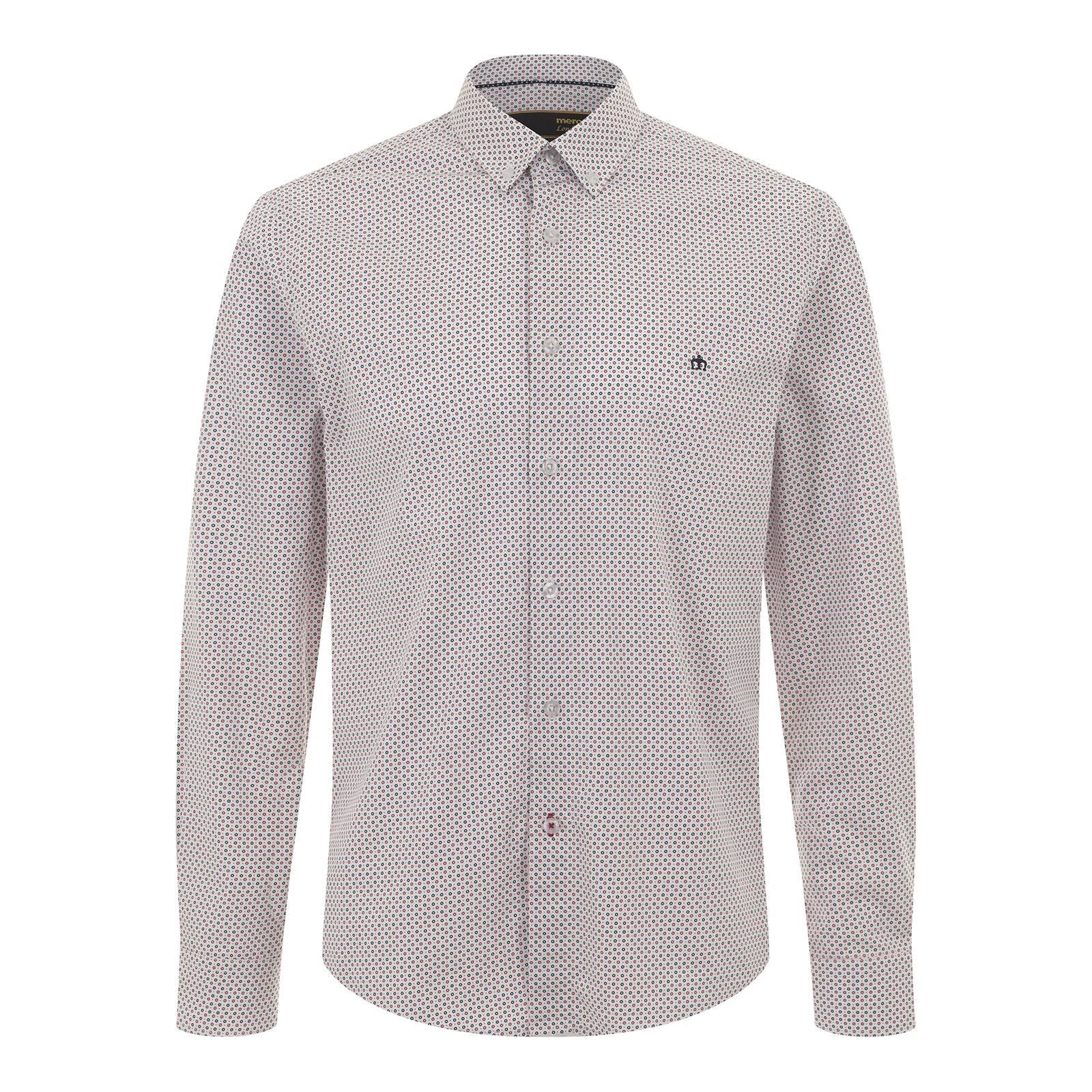 Рубашка BainРубашки<br>Приталенного покроя мужская рубашка из тонкой рубашечной ткани поплин. В графическом и цветовом решении мелкого, сплошного орнамента прослеживается связь со знаменитым символом мод-культуры – таргетом. Аккуратный, укороченного фасона, button-down воротник сообщает дизайну легкость и эстетизм и красиво сочетается с V-образным трикотажем. Изящный smart casual стиль делают эту нарядную рубашку идеальной парой к облегающему пиджаку или кардигану на пуговицах с широким вырезом горловины для выхода в свет или изысканного делового гардероба. Можно заправлять в брюки или же носить навыпуск с чиносами – на этот случай предусмотрена приятная деталь: нижняя петля на основной планке с пуговицами выметана контрастными красными нитями. Аналогичным образом оформлена петля на фигурной планке манжет. Брендирована логотипом корона слева на груди.<br><br>Артикул: 1516101<br>Материал: 100% хлопок<br>Цвет: белый<br>Пол: Мужской